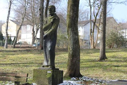 Der Exklusive - Er steht im Dr.-Duziak-Park im Wenscht in Siegen-Geisweid. Erschaffen vom Bildhauser Hermann Kuhmichel 1957.